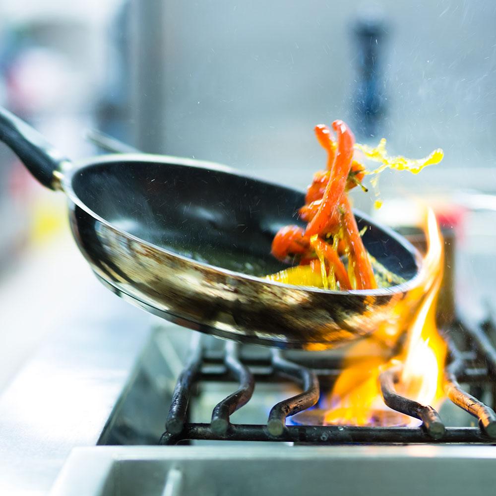 Bratpfanne kochen über Flamme